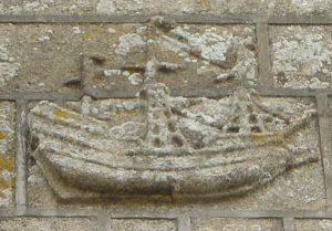 Bateau sculpté sur la façade sud